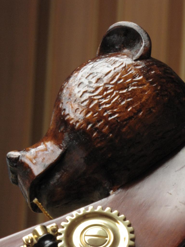 tête d'ours réalisé sur demande pour un contrebassiste
